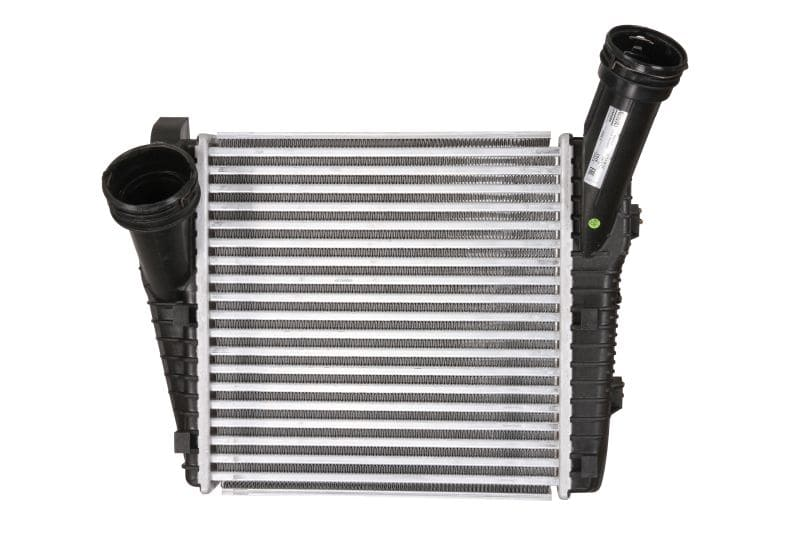 интеркулер (охладител за въздуха на турбината) NISSENS 96611